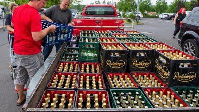 Ostritz: Gegenprotest der besonderen Art – Sachsen kaufen den Neonazis das Bier weg