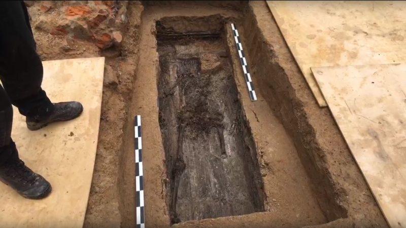 Überreste eines menschlichen Skelettes.