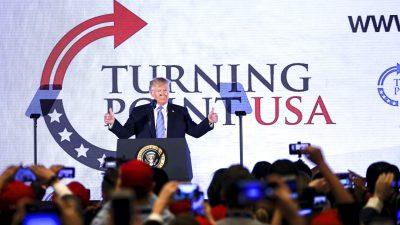 """""""Die schweigende Mehrheit schweigt nicht mehr!"""" – US-Präsident Trump spricht beim """"Turning Point""""-Jugendgipfel"""