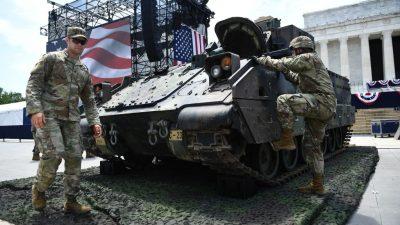 Trump begeht Nationalfeiertag in Washington mit Rede und Militärshow