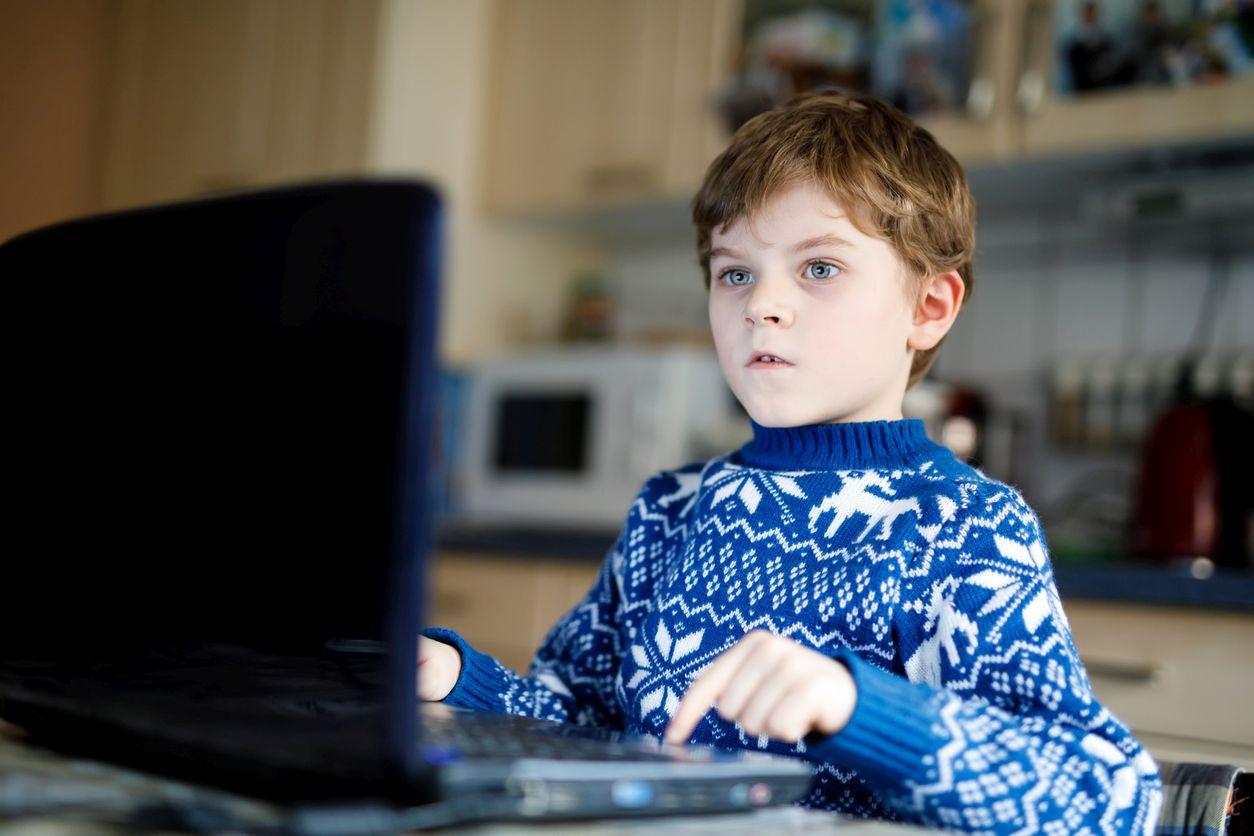 """Wie die Entwicklung der Kinder durch """"Digitale Bildung"""" schwer geschädigtwird"""