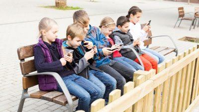 """Hirnforscher warnt vor Smartphone-Gebrauch: """"Wischen ist kein Training für Sensorik und Motorik"""""""