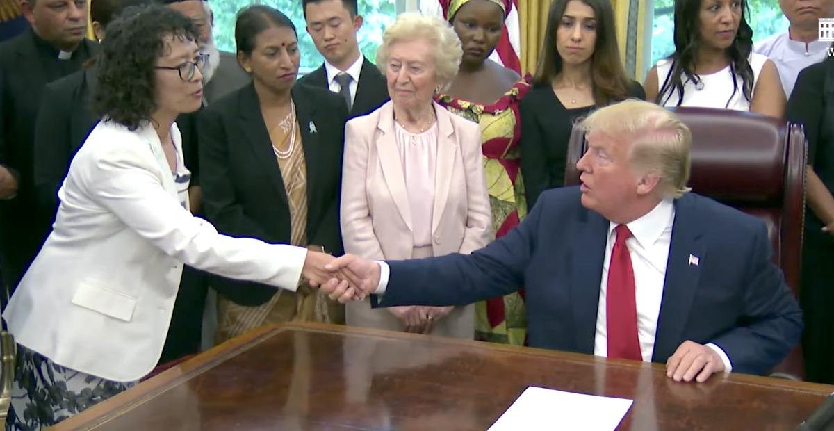 Bedeutendes Treffen: Gefolterte Falun Gong-Praktizierende sprach mit US-Präsident Donald Trump im Weißen Haus
