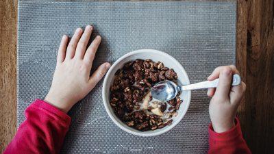 Foodwatch: Fast alle Joghurts und Frühstücksflocken für Kinder überzuckert