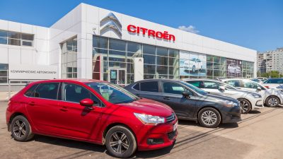 Aus für das Autohaus? Hersteller wollen Kosten im Vertrieb einsparen – durch mehr Direktverkauf