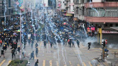 Proteste in Hongkong fortgesetzt – Polizei feuert Tränengas in U-Bahn-Station