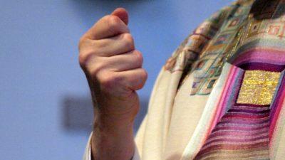 Katholische Kirche: Bär (CSU) befürwortet Öffnung der Priesterweihe für Frauen