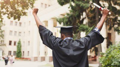 Obdachloser High School Absolvent wird Klassenbester und erhält 3 Millionen Dollar an Stipendien