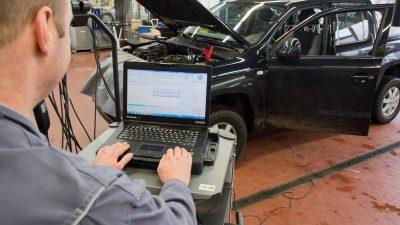 Dudenhöffer rechnet in Autoindustrie mit Jobabbau von bis zu 125.000 Stellen