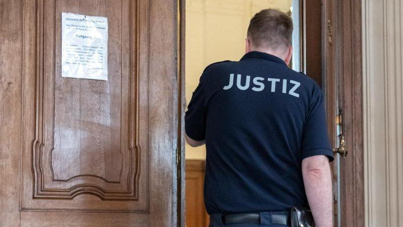 Stuttgart: Prozess gegen linke Gruppenmitglieder wegen versuchten Totschlags hat begonnen