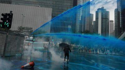 Hongkong: Erneut Hunderttausende auf der Straße – Polizei setzt Tränengas ein