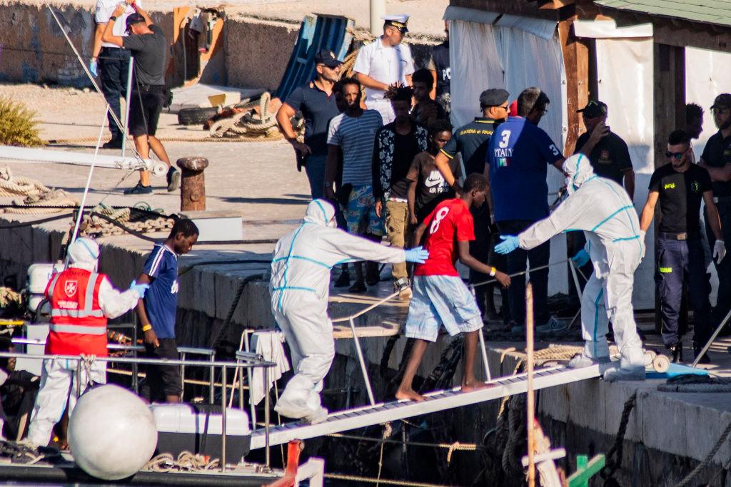Mehr als 1400 Migranten erreichen italienische Insel Lampedusa – Deutsches NGO-Schiff festgesetzt