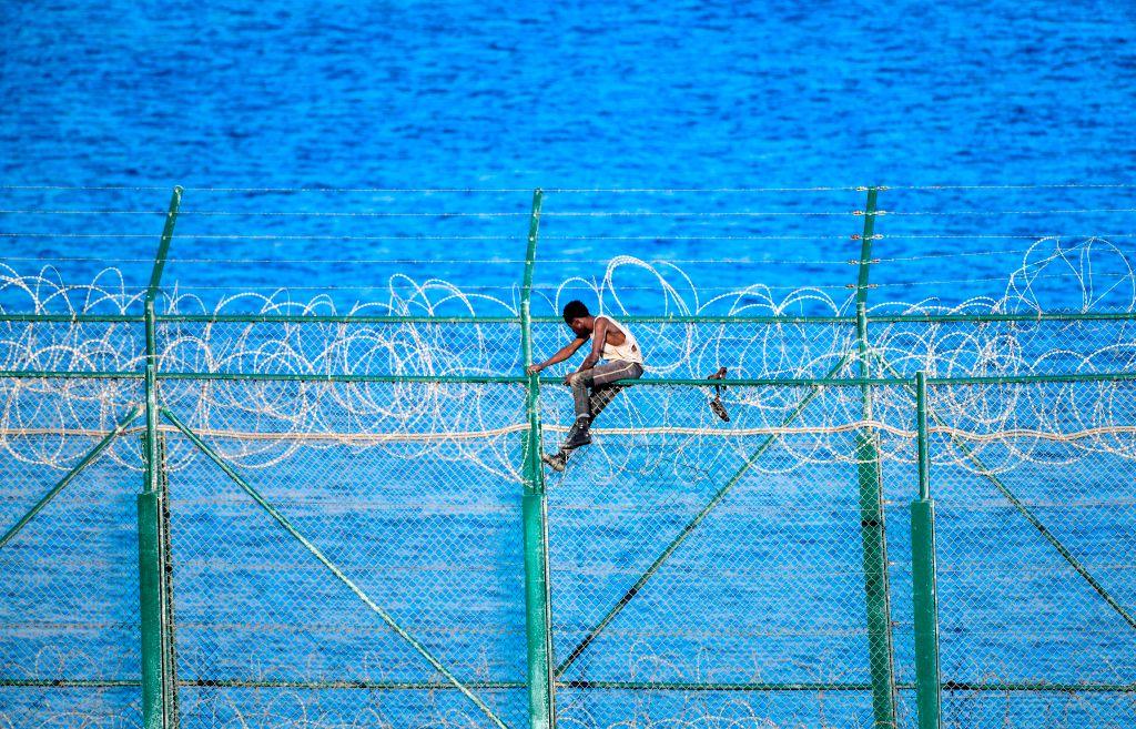 """Spanien schiebt Migranten nach Grenzübertritt umgehend ab – EU kritisiert """"Pushbacks"""""""