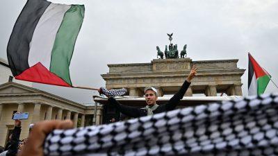 Judenhass als Folklore am Brandenburger Tor – Gegendemonstranten wurden von Polizei weggeführt