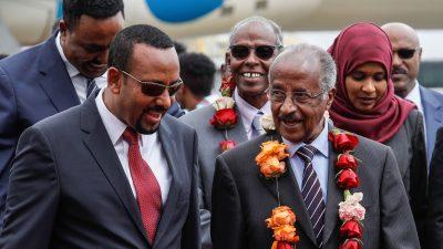 Eritreas Außenminister lässt sich von Flüchtlingen seines Regimes in der Schweiz feiern