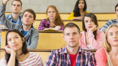 Mehr als die Hälfte aller Studenten fürchtet Einbußen durch Corona-Krise
