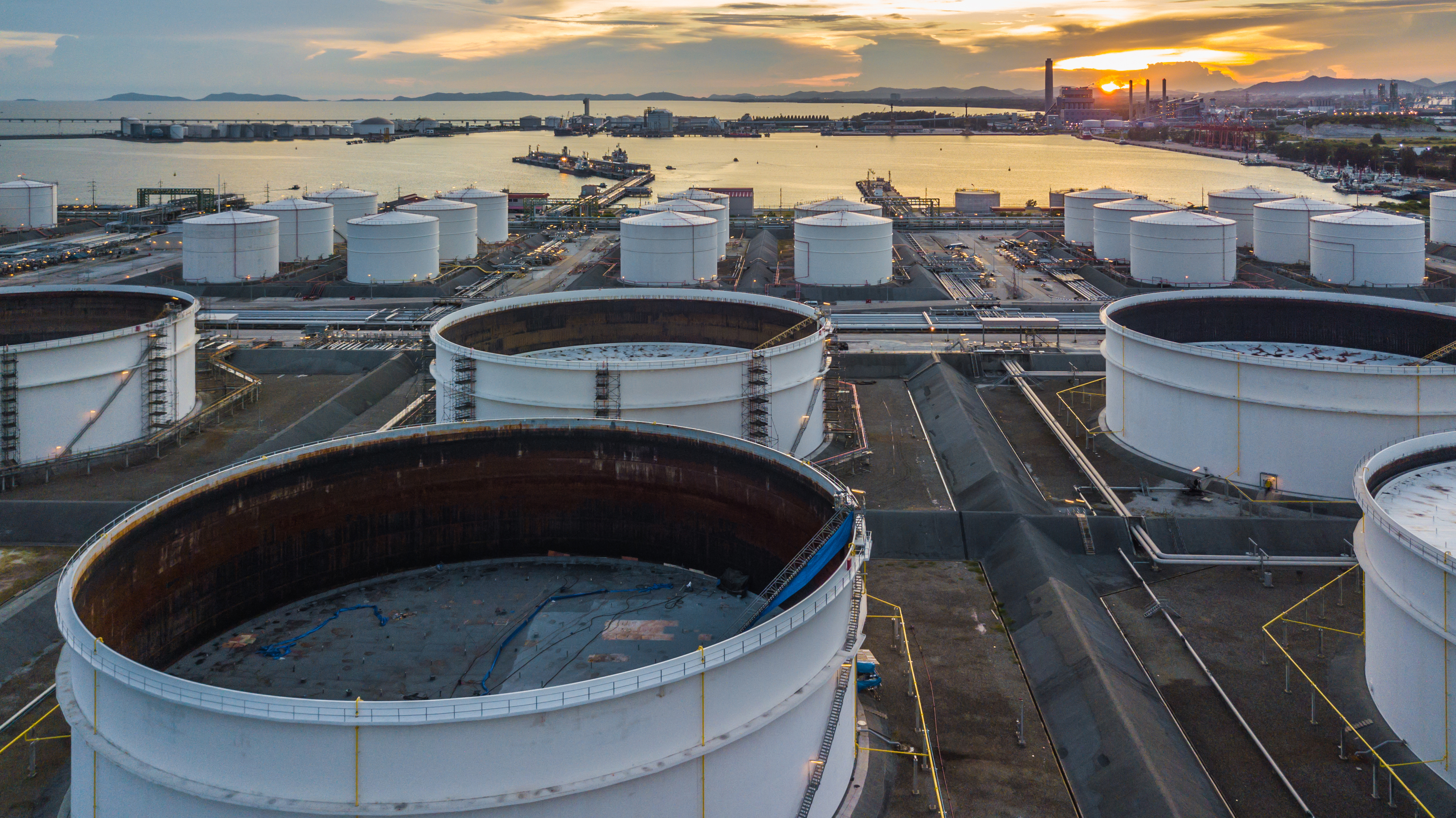 """Ölexpertin Kneissl sieht keinen Anlass für Panik auf Ölmarkt: """"Die Reserven brauchen nur abgerufen werden"""""""