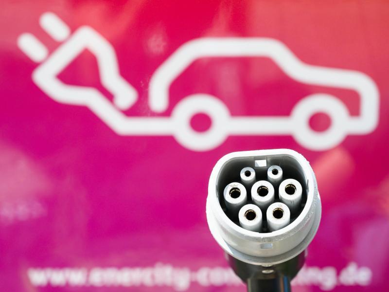 Abschalten erlaubt: Bund will Stromanbietern Zwangs-Ladepausen für E-Autos genehmigen