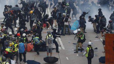 """LIVESTREAM: """"Wir trauern!"""" – Hongkonger demonstrieren in Schwarz zum 70. Jahrestag der VR China"""
