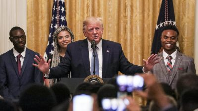 """Trump spricht vor jungen schwarzen Konservativen: """"Wir werden den Sumpf trockenlegen"""""""