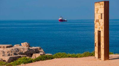 "Sea-Eye protestiert: NGO-Schiff ""Alan Kurdi"" seit fünf Tagen vor Lampedusa"