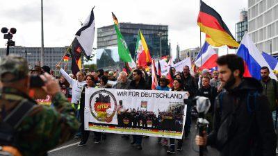 """""""Wir für Deutschland"""": 1500 Menschen zogen am Tag der Deutschen Einheit durch Berlin"""