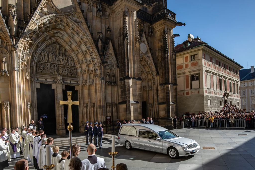 Staatstrauer und letzte Ehre für Karel Gott – Requiem im Prager Veitsdom