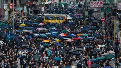Hongkong: 350.000 Menschen gehen trotz Polizeiverbot auf die Straße