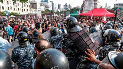 Massenproteste im Libanon: Hisbollah-Anhänger stürmen Kundgebung – Polizei muss einschreiten