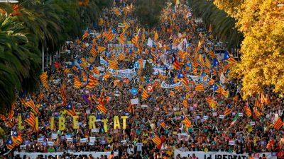 Rund 350.000 Katalanen demonstrieren in Barcelona