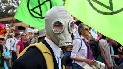 """""""Seid ihr wirklich so dumm?"""": Wütende Pendler verprügeln Extinction-Rebellion-Aktivisten"""