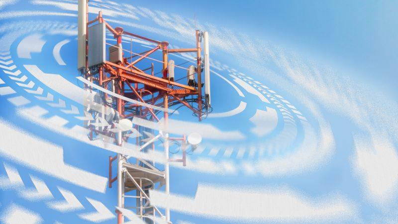Funkturm mit Mobilfunkstrahlung (Symbolbild)