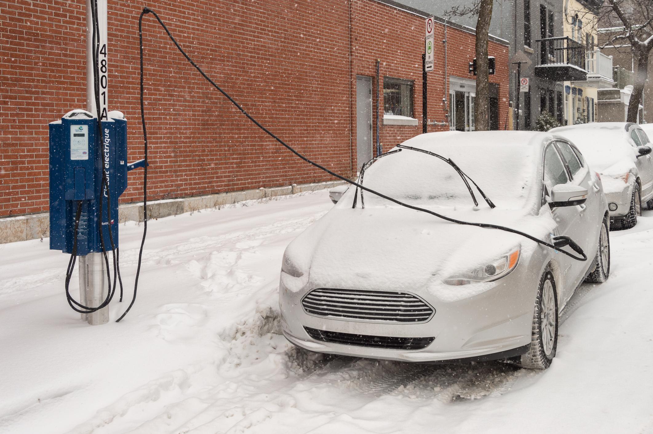 Im Winter kann nach 30 Kilometern Schluss sein: E-Autos vs. Verbrenner – Analyse der Kosten und Konsequenzen