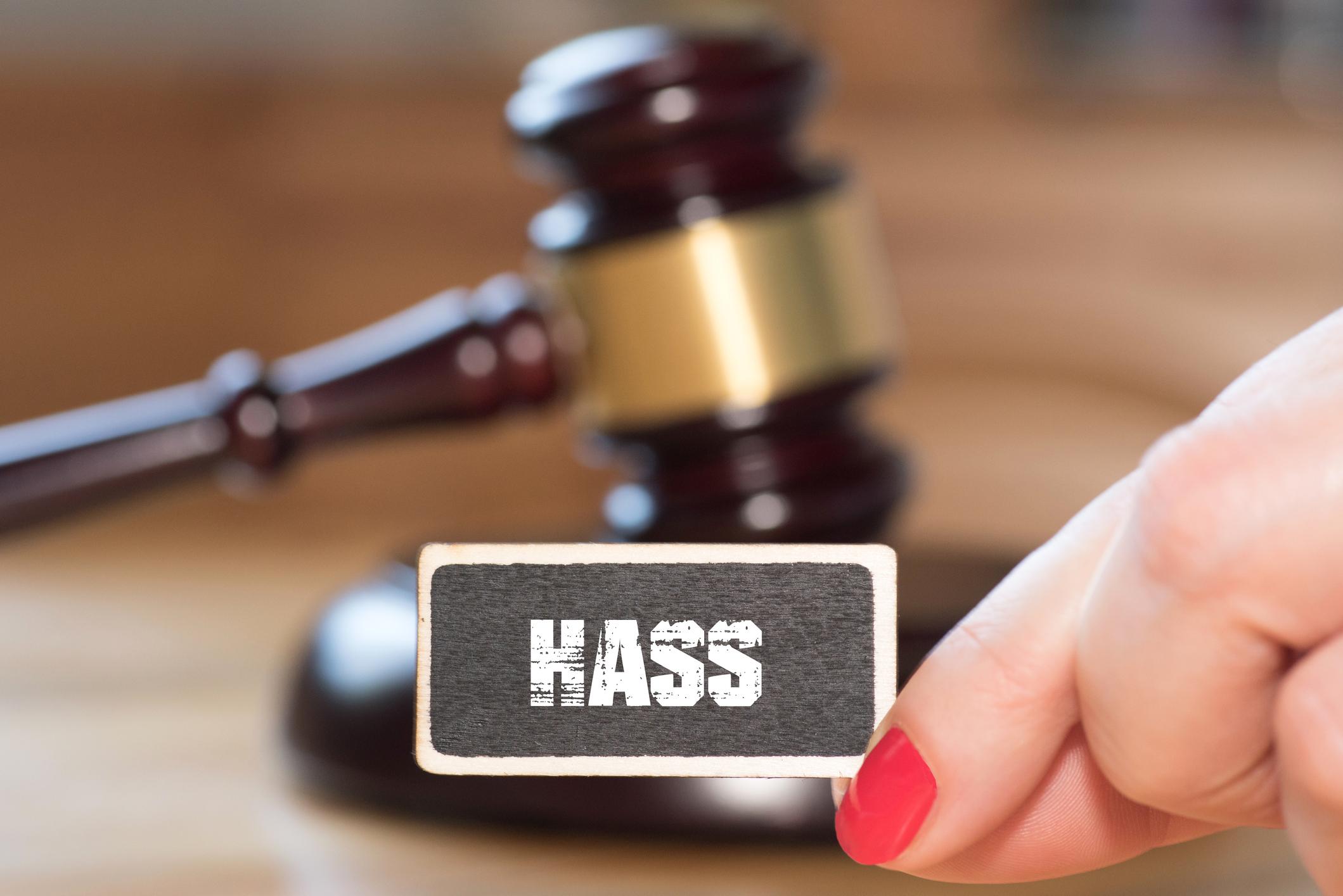 Gesetz gegen Hass im Netz gebilligt – Bitkom: Gesetz schießt weit über Ziel hinaus