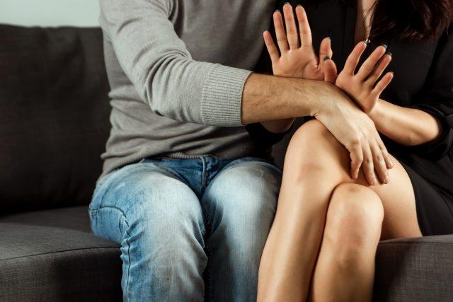 Ob in öffentlichen Verkehrsmitteln, Diskotheken oder beim Stadtfest: Immer wieder kommt es zu sexuellen Belästigung von Frauen.