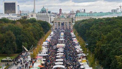 Tag der Deutschen Einheit wird mit Abstand gefeiert – Steinmeier verleiht 15 Verdienstorden