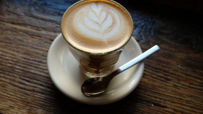 Fast 4 Milliarde für Lieblingswachmacher: Verbraucher greifen für Kaffee tief in die Tasche