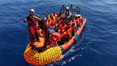 NGO-Schiff bringt mehr als 230 Migranten nach Sizilien – 400 weitere Menschen geborgen