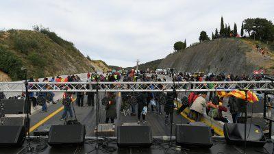 Katalonische Demonstranten blockieren Autobahn nach Frankreich