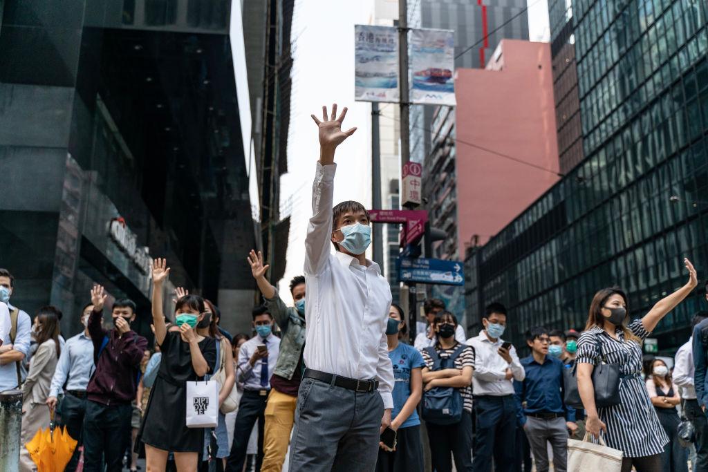 """Xi Jinping verschärft Ton gegen Hongkonger Demonstranten – """"Hongkong Bill"""" geht durch den US-Senat"""