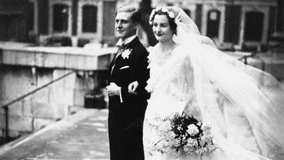 Das Hochzeitskleid, das vom Himmel fiel: Dieses Kleid rettete dem Bräutigam das Leben