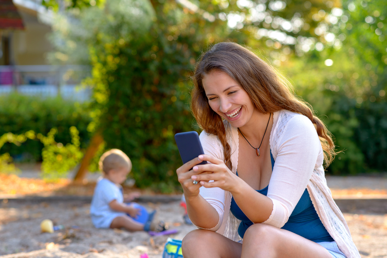 Mütter, kümmert euch um eure Kinder – Feinfühligkeit leidet bei Handygebrauch