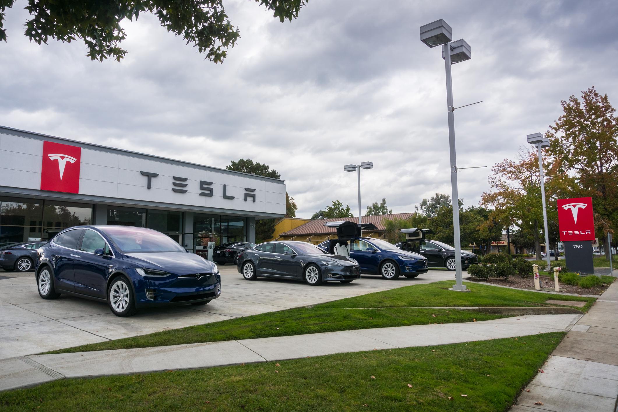 """""""Vorgezogenes Weihnachtsfest"""": Tesla-Entscheidung für Bau von Großfabrik elektrisiert Berlin und Brandenburg"""