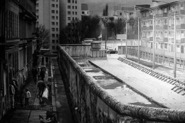 """1989 """"fiel"""" die Berliner Mauer - ein Symbol der Teilung Deutschlands. Foto: iStock"""