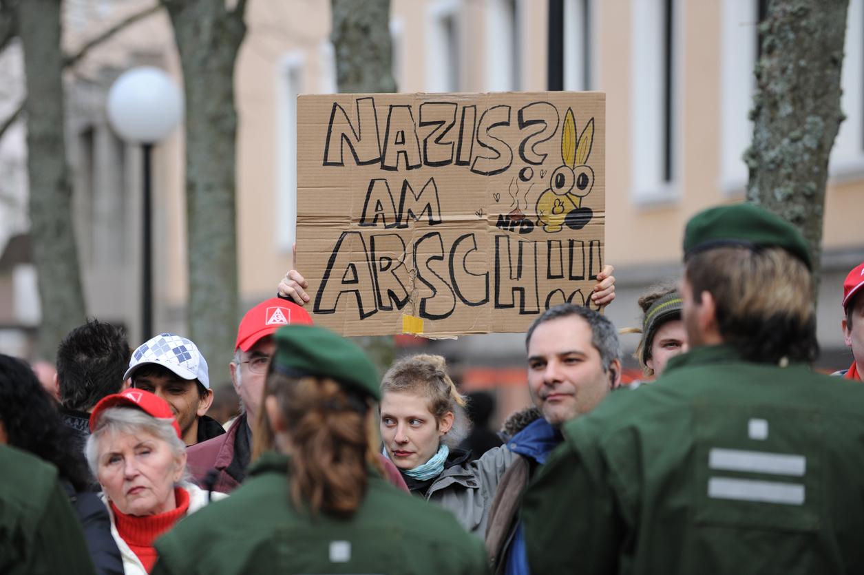 Weiterer antifaschistischer Verein verliert Gemeinnützigkeit – und die dicke Rechnung kommt auch