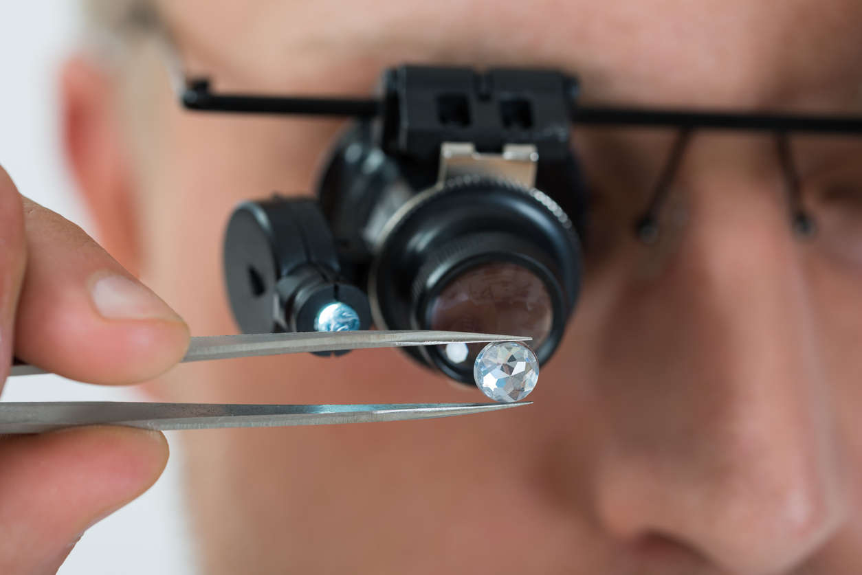 """Wertvoller als Diamanten: Bergleute entdecken neues """"außerirdisches"""" Mineral in Israel"""