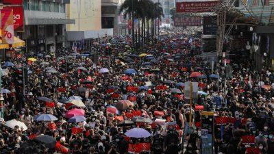 Nach dem Tod eines Studenten: Hongkonger demonstrieren