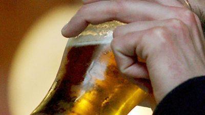 Englands Pubs sterben aus – Getränkebranche fordert niedrigere Biersteuer