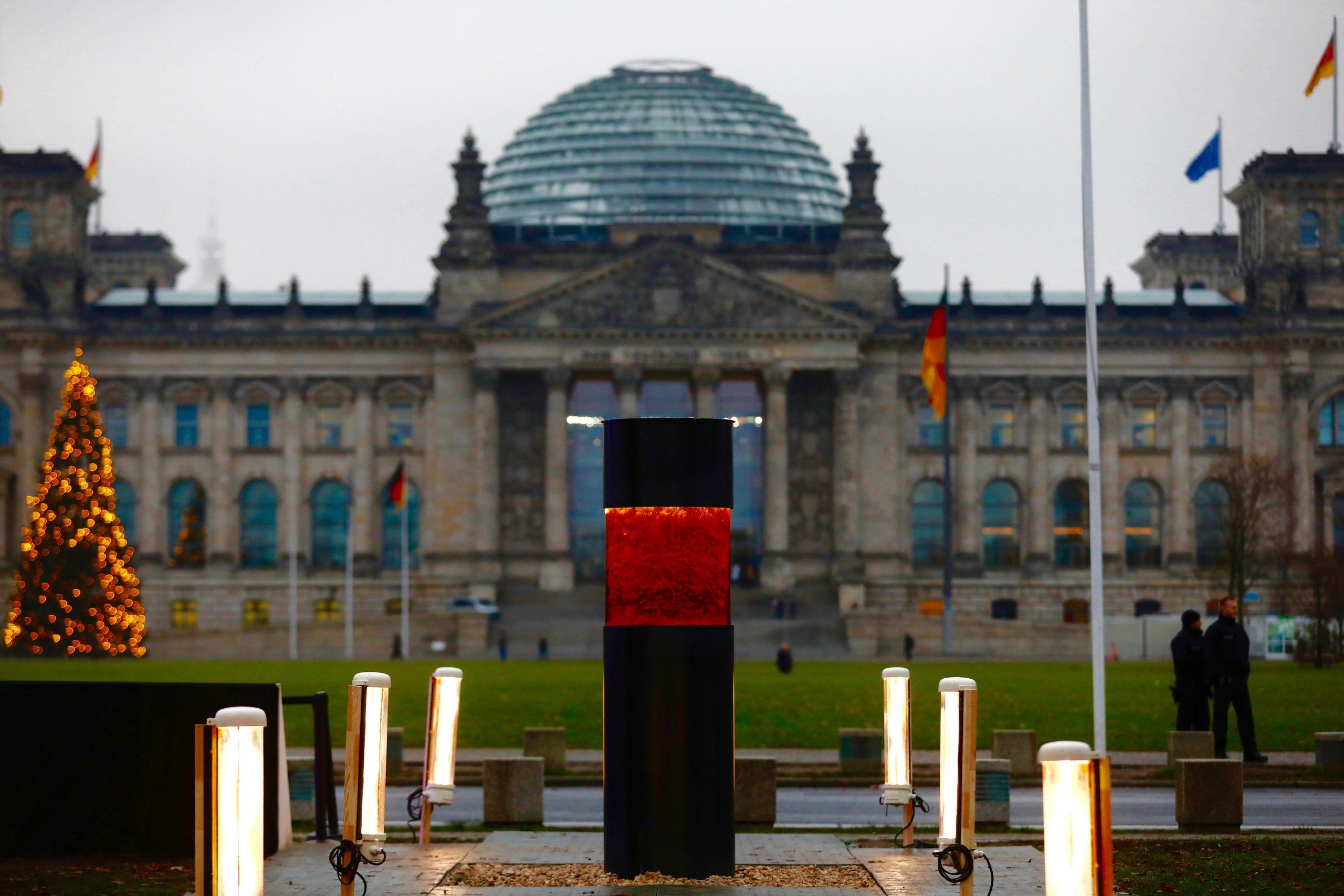 Kritik an Anti-AfD-Gedenksäule des ZPS reißt nicht ab