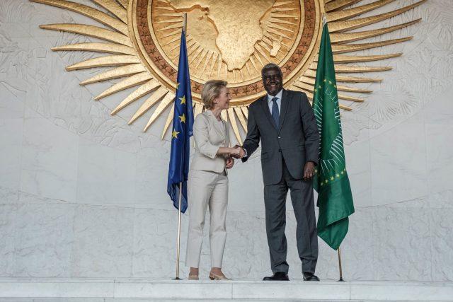 """Afrika fordert von EU mehr Geld und Aufnahme von Migranten – Von der Leyen sagt """"starke"""" Unterstützung zu"""